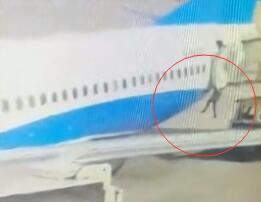 厦航回应乘务员机舱跌落事件 微创手术顺利完成