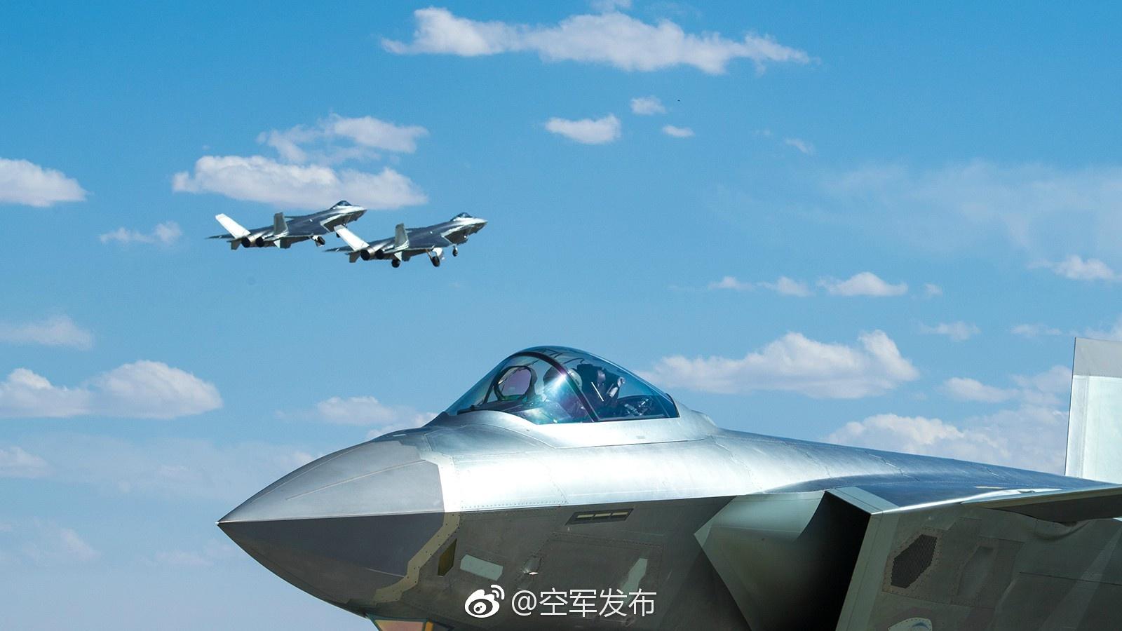 空军晒主力战机庆祝成立68周年图片