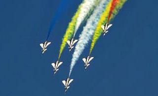 八一飞行表演队在迪拜惊艳首秀