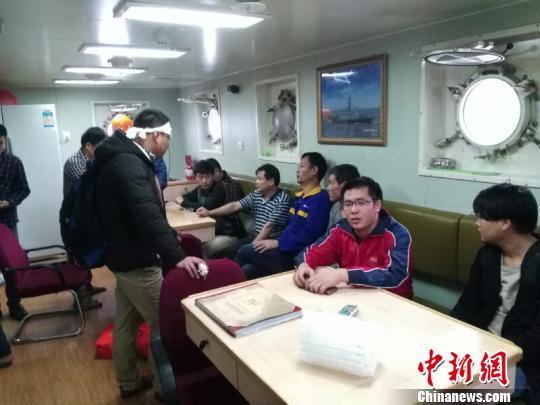一货轮遇寒潮大风沉没 14名船员遇险获救