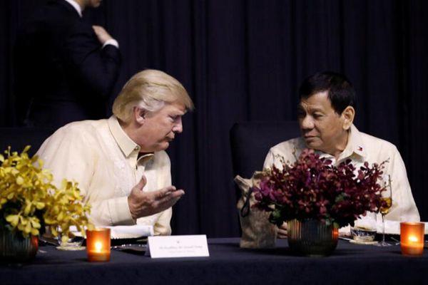 各国领导人着传统服装出席东盟晚宴