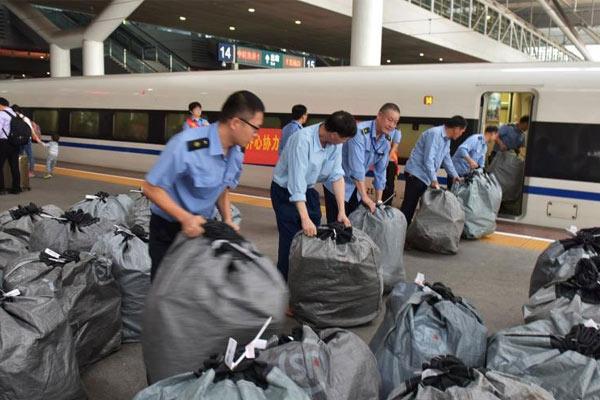 """""""双11""""快递搭乘高铁 深圳到武汉只需5个小时"""