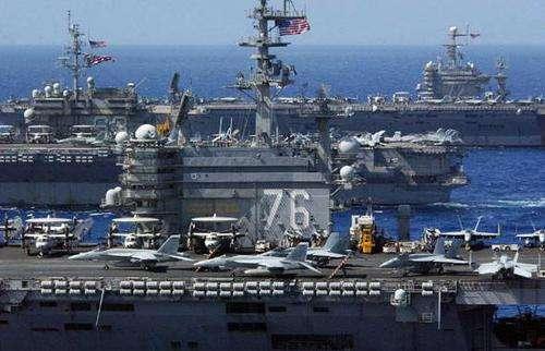 美军三艘航母进入朝鲜半岛东部海域参与韩美军演