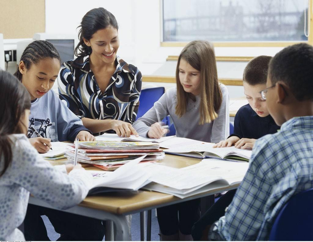 """低龄留学最好有""""陪读"""" 选择学校莫被忽悠"""
