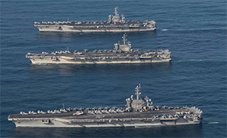 美军3航母和日准航母联合演习