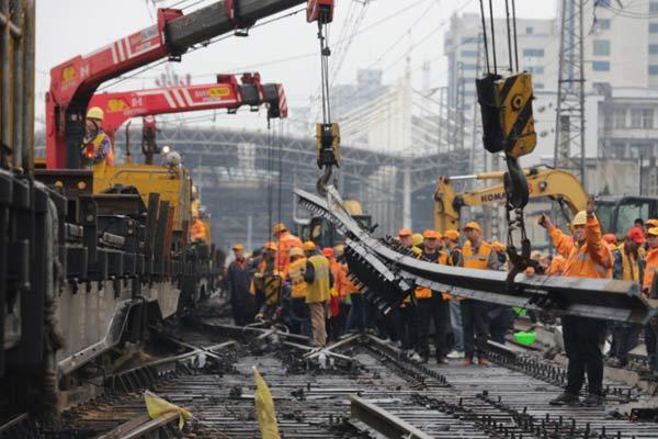 用工千人耗时33天 百年郑州站告别木枕时代
