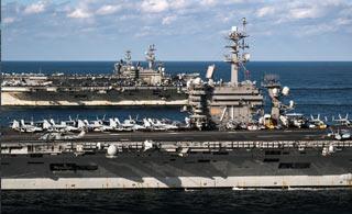 美军三个航母战斗群组队 场面太壮观(视频)