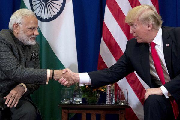 """特朗普会晤印度总理莫迪 上演""""握手杀""""对决"""