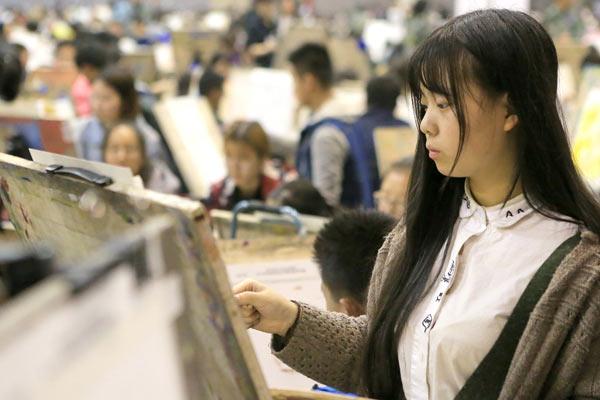 探访西安万人美术模拟联考 场面壮观