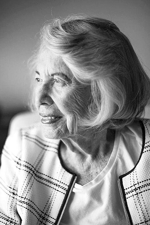 """94岁""""花边女王""""写尽美媒娱记史"""