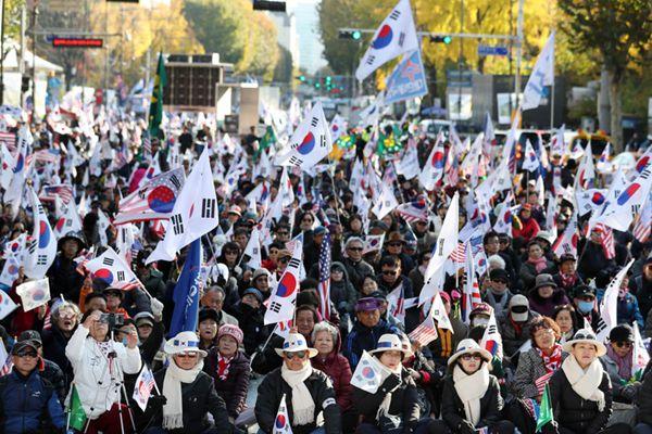 韩前总统朴正熙100周年诞辰 亲朴民众要求释放朴槿惠
