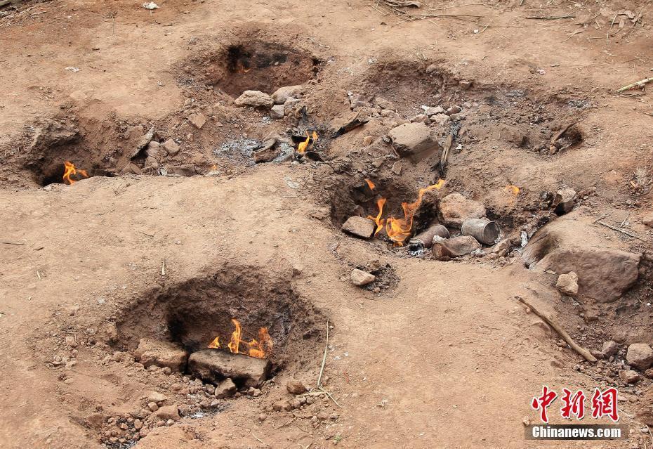 重庆长寿一空地50多年来一直在冒火