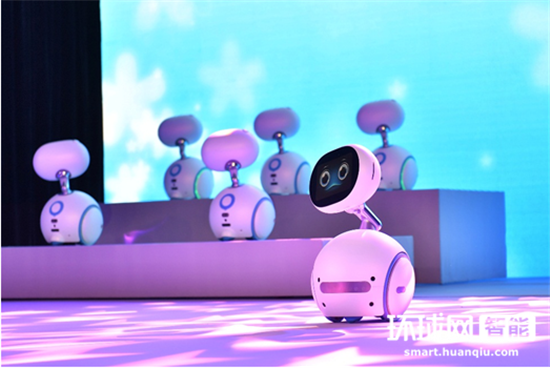 加快布局AI步伐 华硕发布首款智能机器人ZenBo