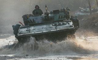 看我军重装部队如何涉水突击
