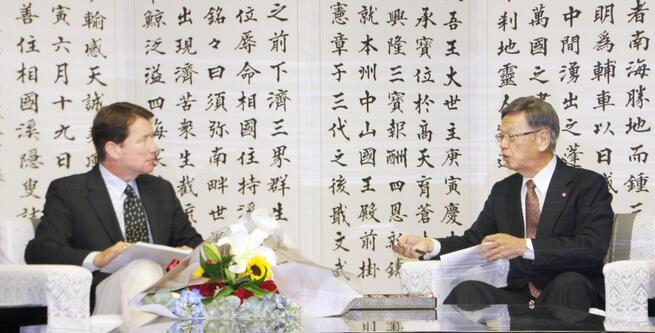"""日本冲绳知事会见美驻日大使 称普天间搬迁是""""歧视"""""""