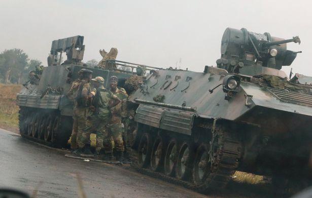 首都街头爆炸、电视台被占领、总统住所附近传出枪声,津巴布韦怎么了?