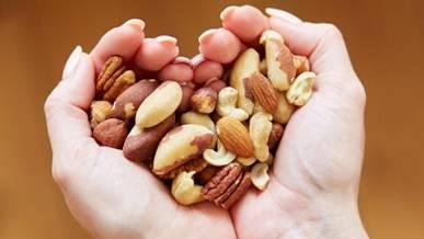 研究:每天食用少量坚果可降低心脏病患病风险