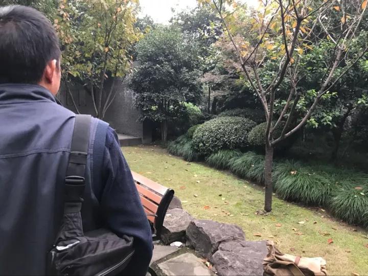 """杭州老板坐牢6年成协警 狱中曾跟""""神偷""""学技能"""