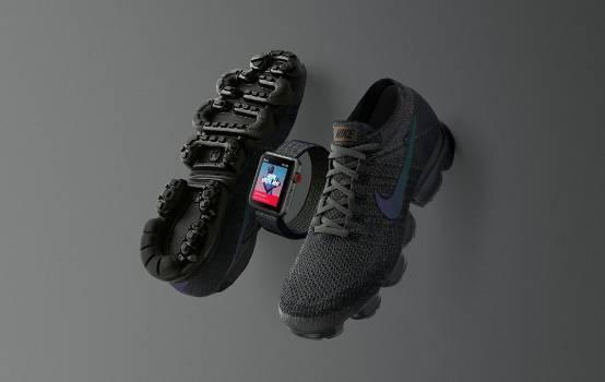 苹果又与耐克联手 推出限量黑色版运动鞋和表带