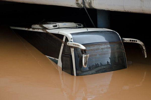 希腊阿提卡地区遭风暴雨袭击 9人死亡