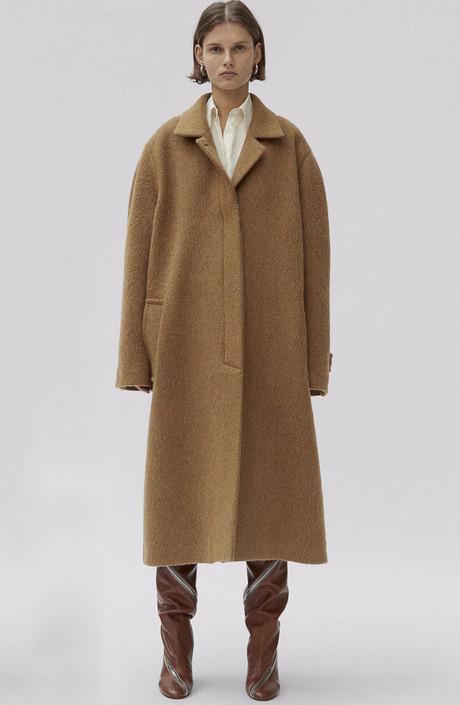 棕色冬靴子不难搭 发色才是最难选!