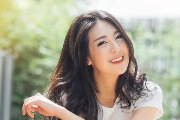曼谷大学校花面容精致 爽朗笑容满满正能量