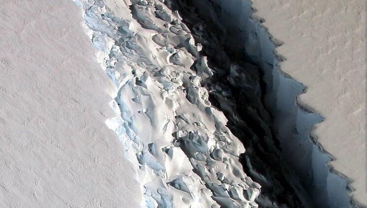 美学者发现史上最大冰山!厚度超190米
