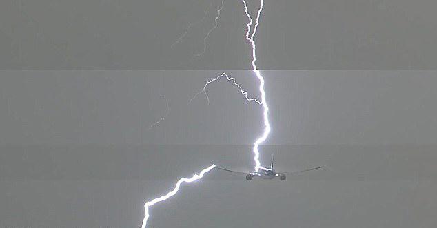 有惊无险!荷航一客机起飞时遭遇闪电袭击