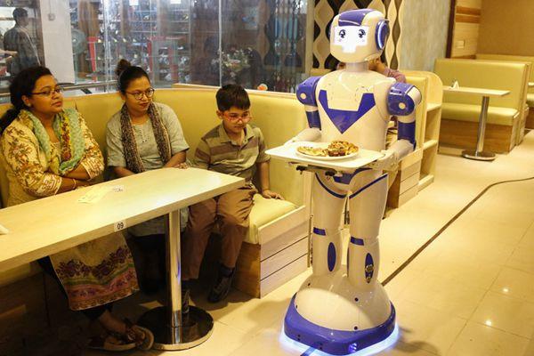 孟加拉国首家机器人餐馆开业