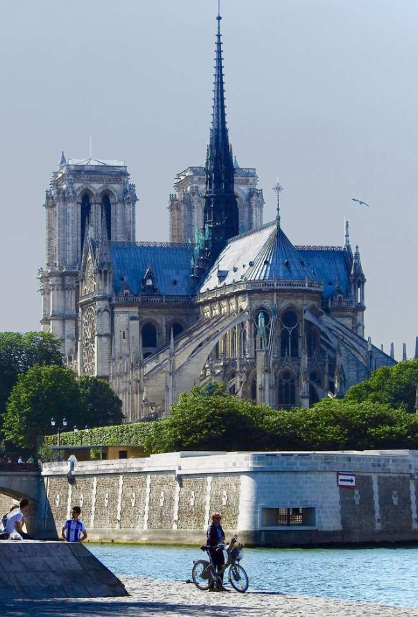不同视角下的巴黎圣母院 每一面都很美