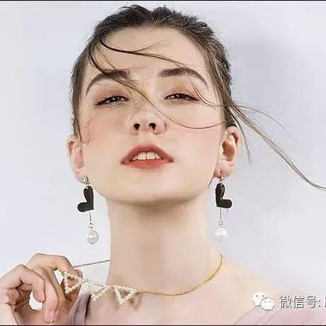 很震惊!那个猝死上海的14岁俄罗斯模特,俄媒说她可能被毒杀