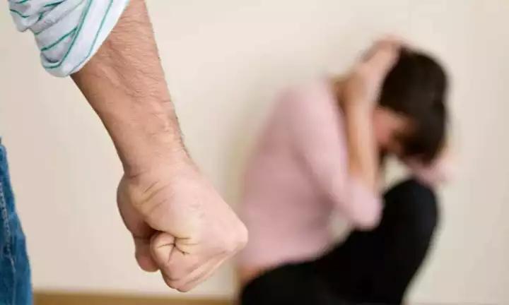 杭州女高管年薪200万 被练散打的老公家暴10年