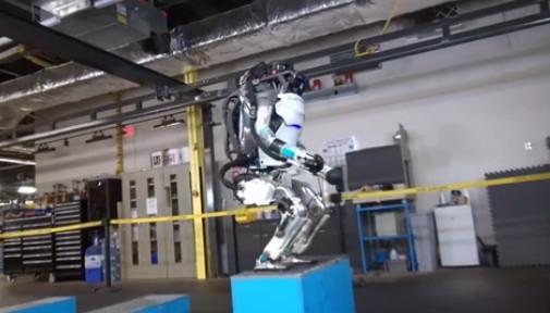 这就是最新研发的人形机器人:后空翻帅呆了
