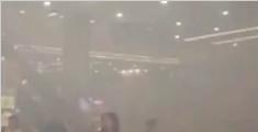 浦东机场内浓烟弥漫