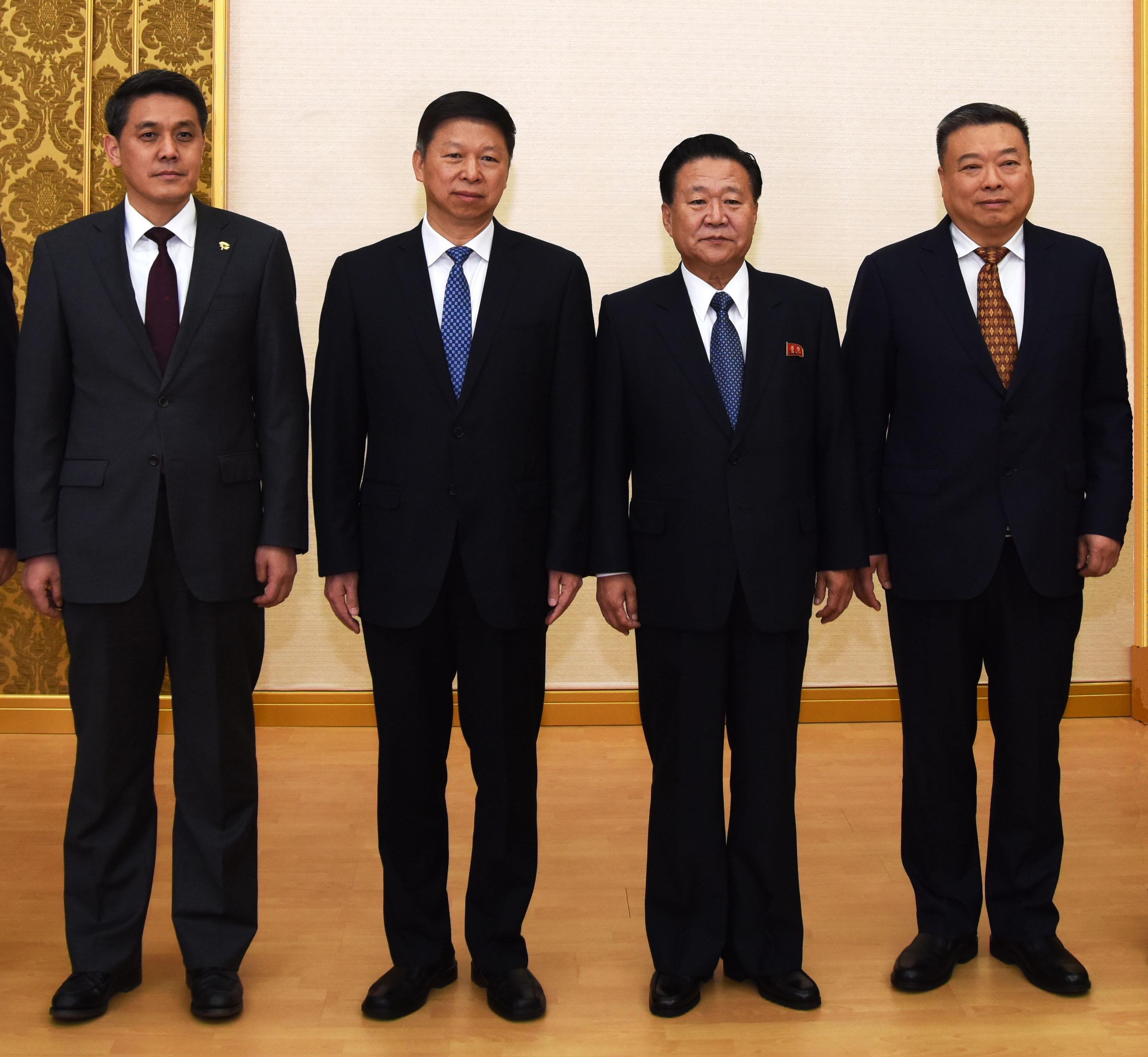 朝鲜劳动党中央副委员长崔龙海会见习近平总书记特使宋涛