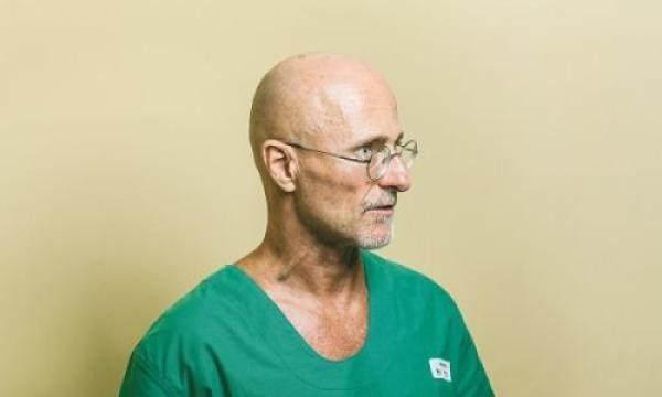 头颅移植手术成功 用时18小时实施地点在中国