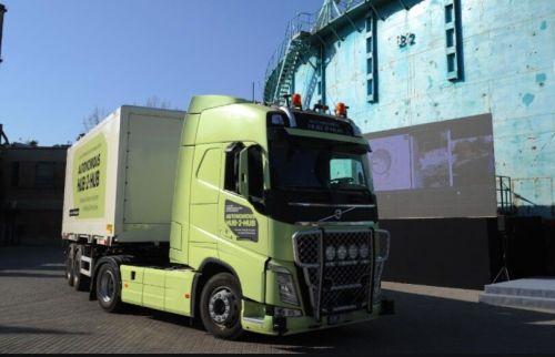 沃尔沃在京展示自动驾驶卡车 实现量产还需数年