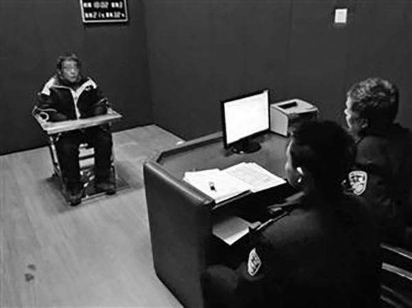 快递员送快递后发现被贴罚单,发朋友圈辱骂民警被拘留三天