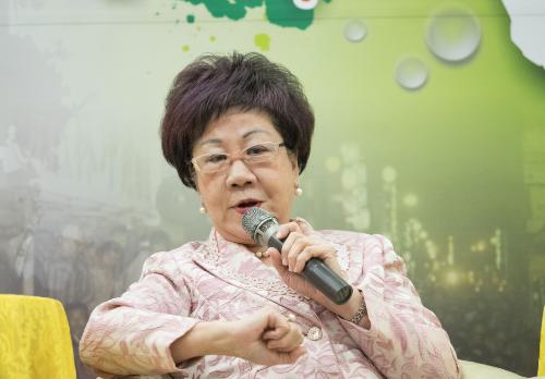 吕秀莲借林志玲刷存在感 激怒台湾网友:老人痴呆