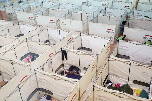 韩国在教堂搭建帐篷 安置地震受灾灾民