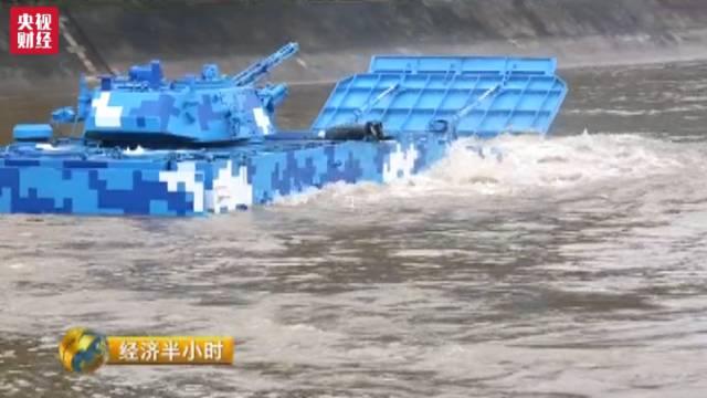 """中国造出""""最强""""两栖战车 多项性能世界第一"""