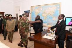 津巴布韦总统与军方谈判 现场画面曝光
