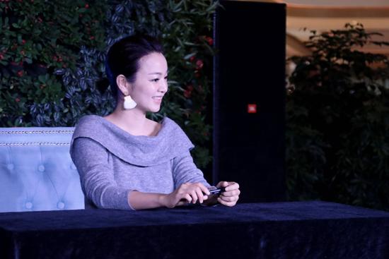 阿雅杭州签售会场面火爆 读者分享多年暖心故事