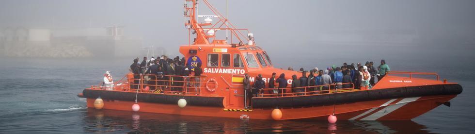 难民攻击? 48小时内数百非洲难民乘船涌入西班牙海岸
