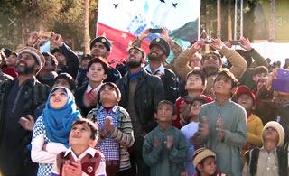 八一歼10在巴基斯坦表演 巴铁兄弟的表情亮了