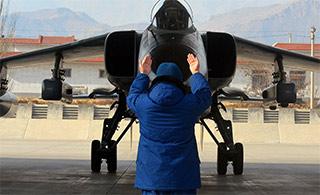飞豹战机疑似挂载全新电战吊舱