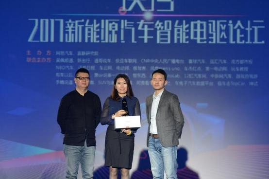"""啼声初试 知豆D3荣膺""""2017年度最受欢迎新能源微型车""""大奖"""