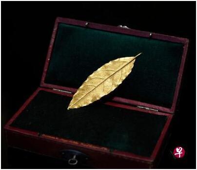 拿破仑皇冠饰品金叶拍出逾60万欧元  远超估价