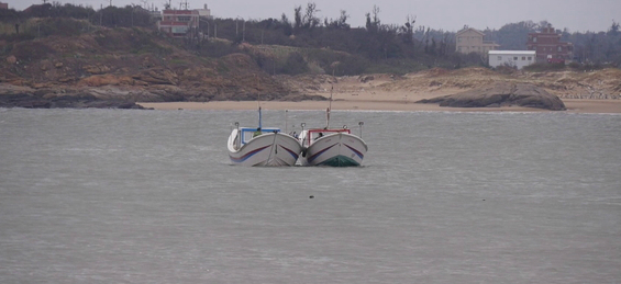 大陆渔船金门海域翻覆2人失踪 家属驾船寻人遭捕