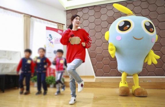 11月16日,苏宁超市把联合利华旗下卫宝洗手神器,送进了上海一所幼儿园